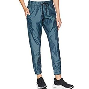 UNDER ARMOR woven pant